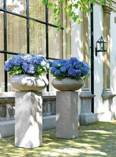 Купа за цветя DIVISION с бетонна визия от navun.bg