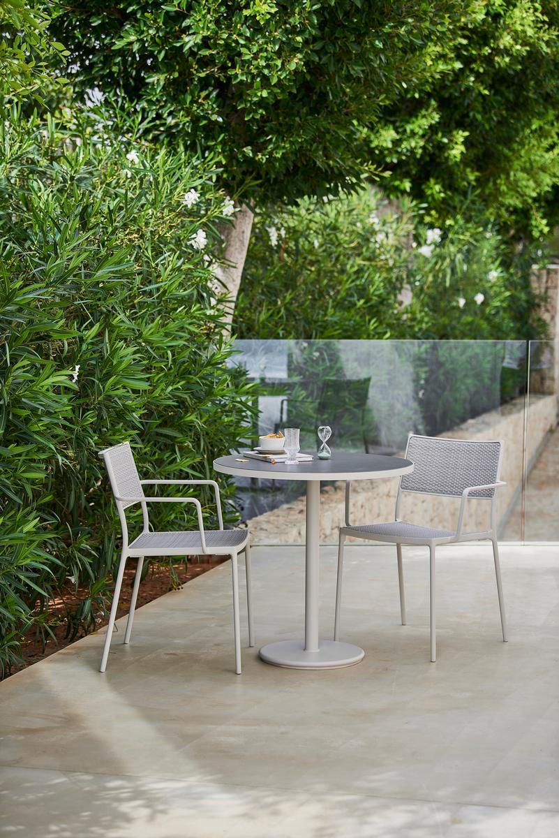Градински стол Less