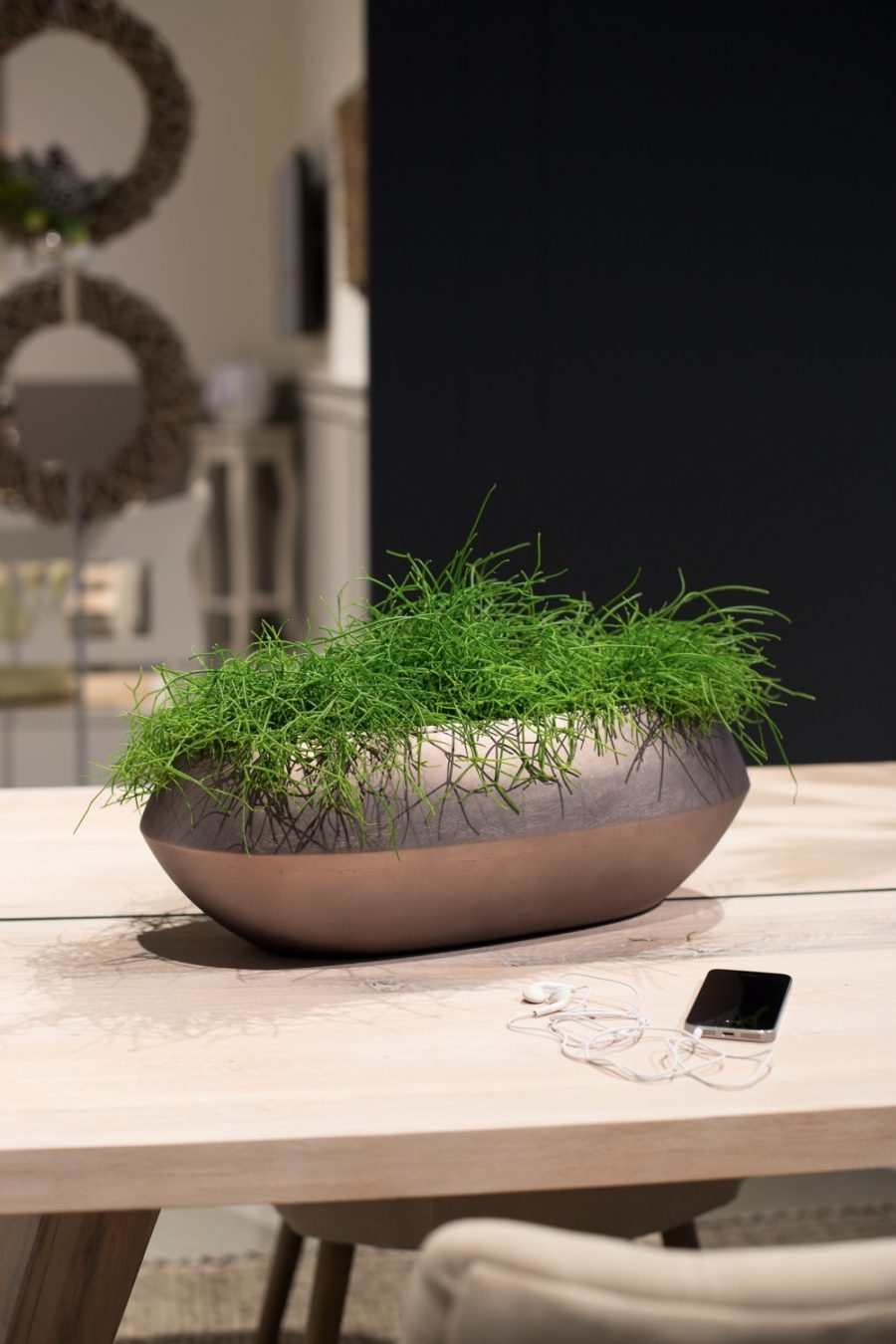 Дизайнерска елипсовидна купа за цветя ROYAL от navun.bg
