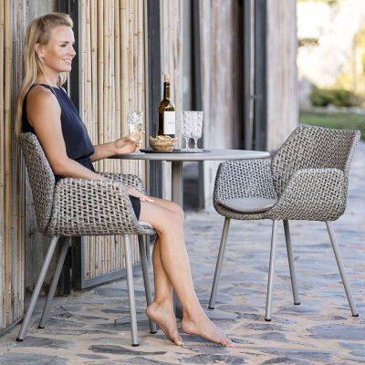 Градински стол Vibe от наплетено въже и с възглавници